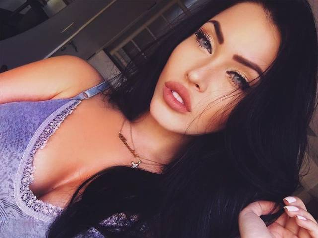 25 Hottest Girls Of Instagram That Will Thrill Your Imagination