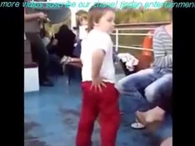 Kid Does A Funny Dance To Clown Around While Boating