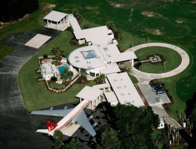 Remarkable Mansion Of John Travolta