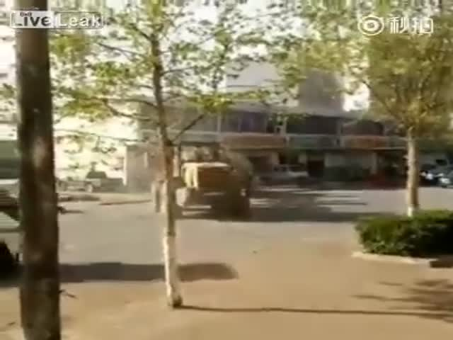 Epic Fight Of Front Loaders In China Over A Construction Contract