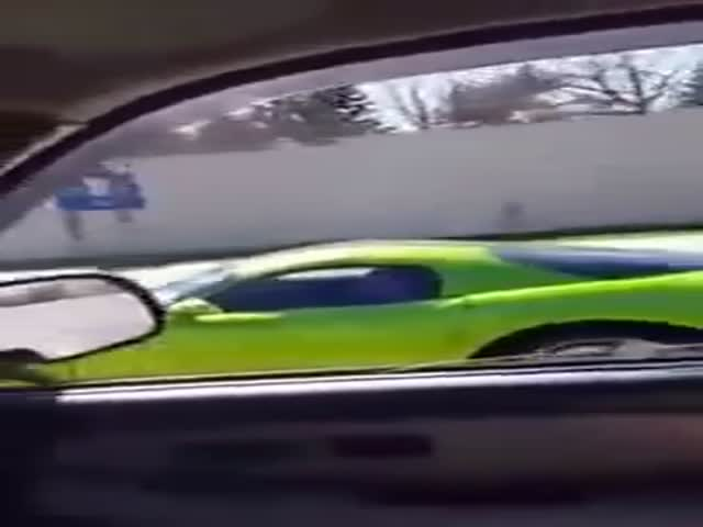 A Guy Wants To Show Off In His Dodge Viper GTS, Karma Gets Him Right There