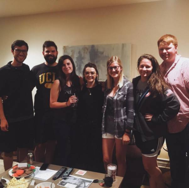 "Maisie Williams Surprised Some Lucky Fans Of The ""Game Of Thrones"" Show By Crashing Their Viewing Party"
