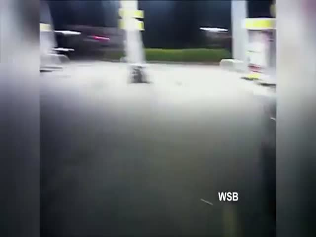 Dumbass Tries To Pull A Gun On A Cop Before Running Away