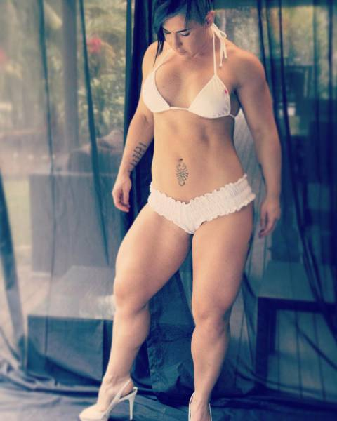This Girl Can Crush You With Her Legs The Same Way She Crushes Watermelons