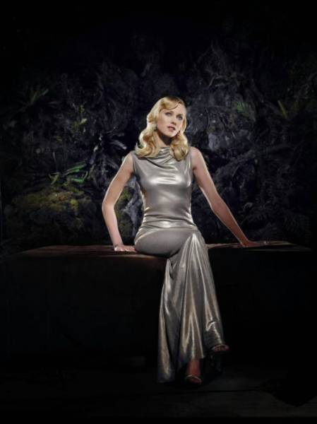 Gorgeous Naomi Watts Is Simply A Stunner In Her Photoshoot