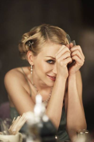 """Gorgeous Naomi Watts Is Simply A Stunner In Her Photoshoot From """"King Kong"""""""