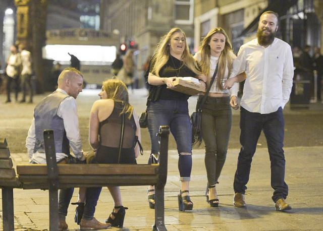 How British Blokes And Ladies Celebrate British Bank Holiday: Mayhem Everywhere