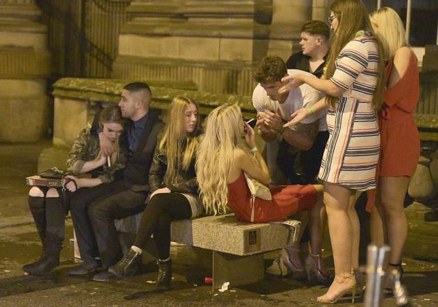 How British Blokes And Ladies Celebrate British Bank Holiday: Mayhem Everywhere