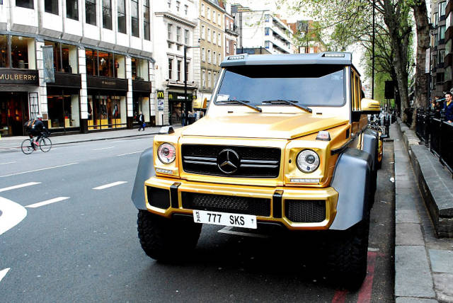 Saudi Billionaire And His Collection Of Gold Cars Came To London For A Good Time