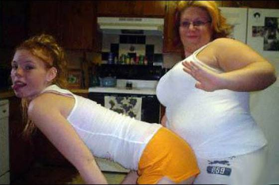 """Mom Selfie Fails That Deserve """"The Worst Mother Of The Year"""" Award"""