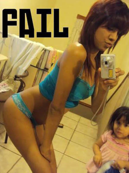 "Mom Selfie Fails That Deserve ""The Worst Mother Of The Year"" Award"
