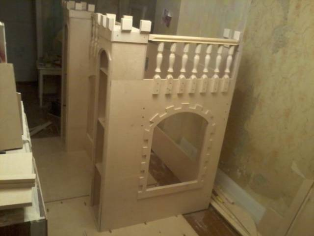 Father Builds An Amazing Castle Bed For His Daughter