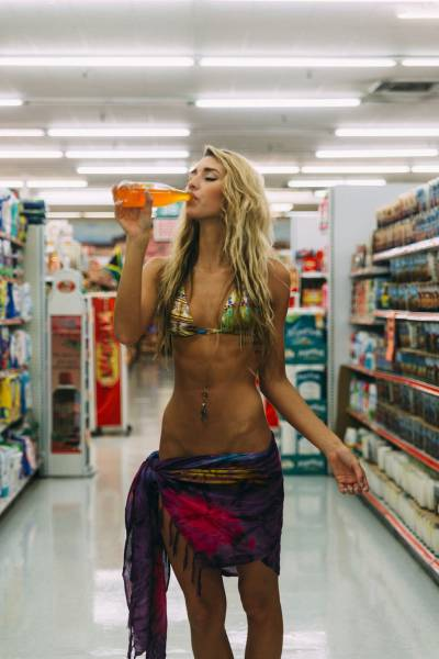 Hot Women Do Grocery Shopping Too