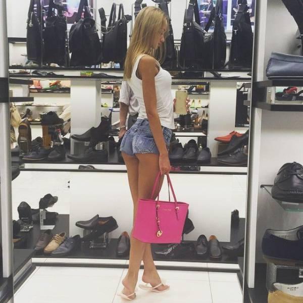 Hot Women Do Grocery Shopping Too