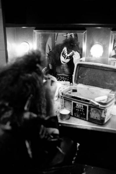 How KISS Was Getting Ready Before Going On Stage