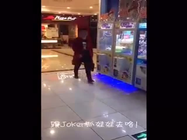Great Technique To Win Against A Claw Machine