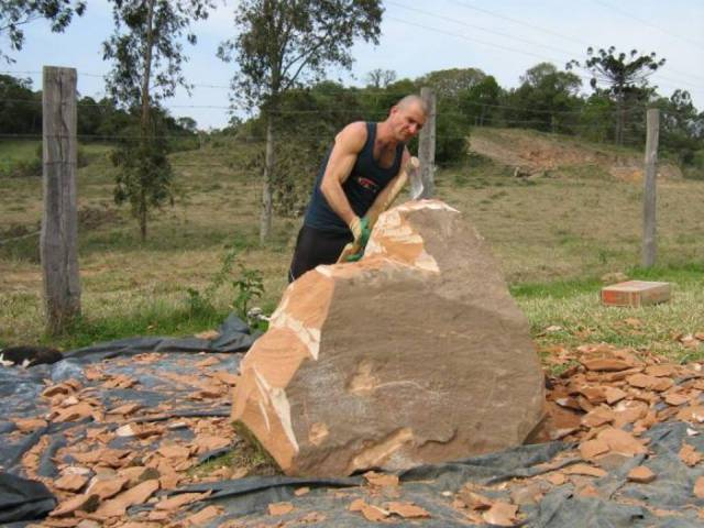 A Guy Turned A Huge Rock Into An Impressive Sculpture
