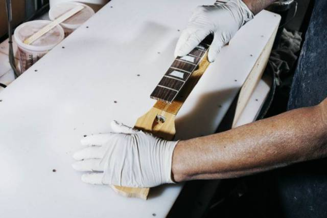 How Guitars The Gibson Les Paul Are Made
