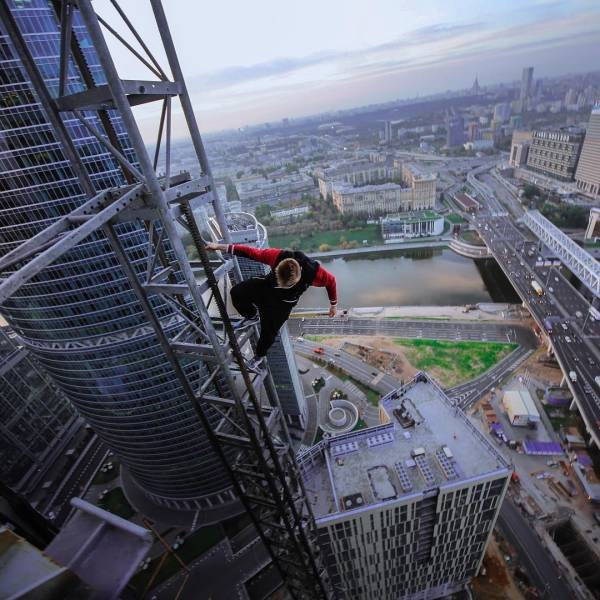 Russian Daredevil Captures Insane And Vertigo-Inducing Cityscapes From High Above The Ground