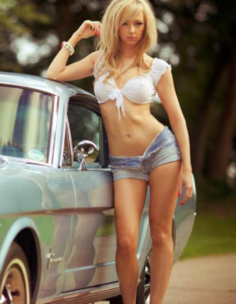 Hot Babes And Wheels For A Good Saturday Kickoff