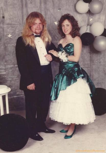 Probably The Most Awkward Prom Photos Ever Taken