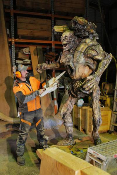 Man Creates An Impressive Sculpture Of The Revenant From Doom 3 With A Chainsaw