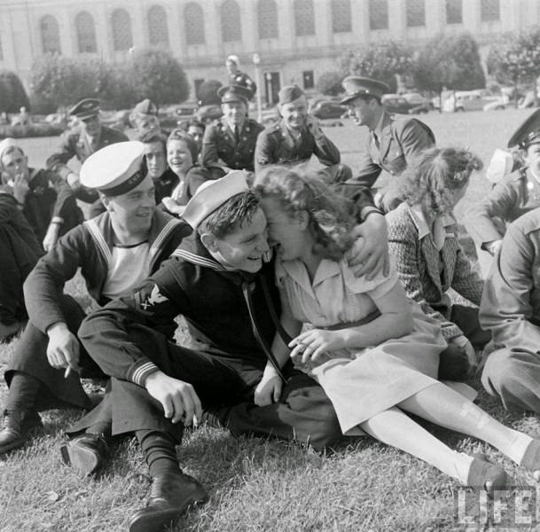Vintage Black And White Photos About Love During Wartime