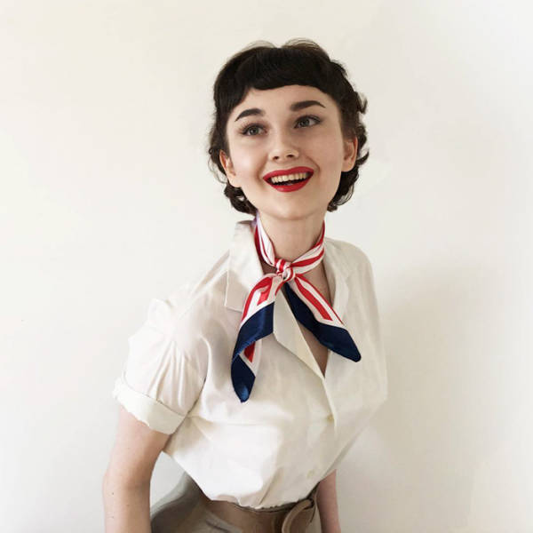 17 Year Old Girl Is Great At Recreating A Vintage Look