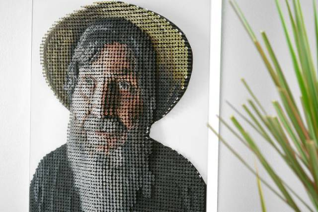 "A Blind Artist Could ""See"" His Own Face Thanks To A 3D Screw Portrait"