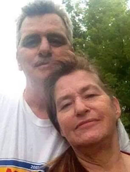 Heartbreaking And Powerful Photo Of Parents Both On Life Support Saying Goodbye To Each Other