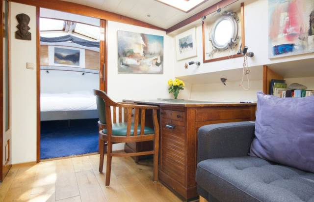 Cozy Beautiful Houseboat In Amsterdam Can Be Rented For Your Enjoyment