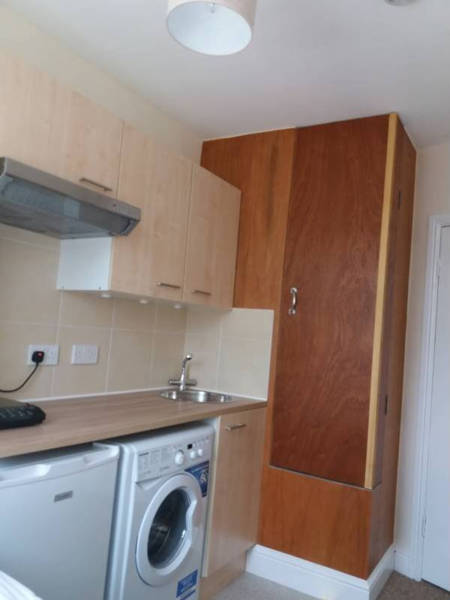 You Can Rent This Teeny Tiny Apartment In London For $185 Per Week
