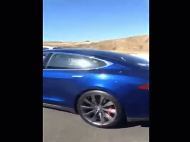 Driver Of Tesla Model S Is Sleeping While His Car Is On Autopilot