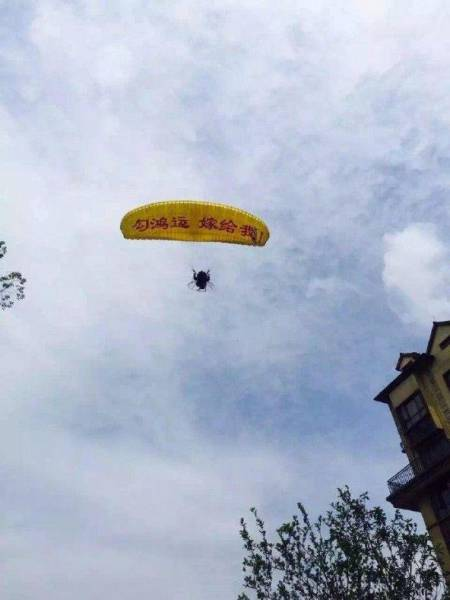 Guy's Parachute Proposal Didn't Go As Expected