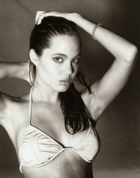 First Photo Shoots Of Hot Angelina Jolie When She Was 15 Years Old