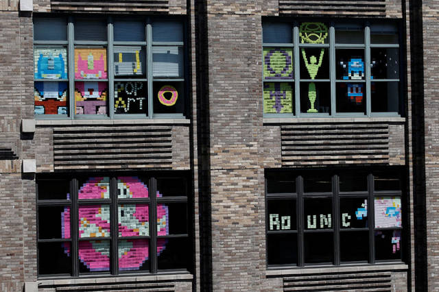 Post-It War Between Two Office Buildings Has An Epic Ending