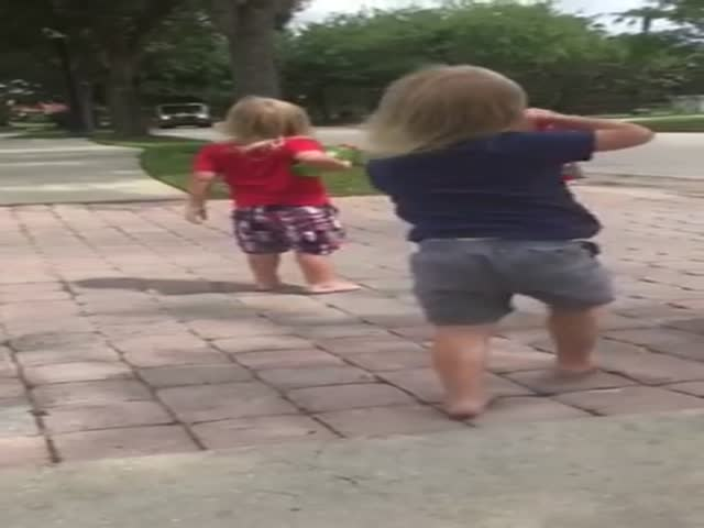 Little Triplet Girls Made A Day For Their Favorite Garbage Collectors