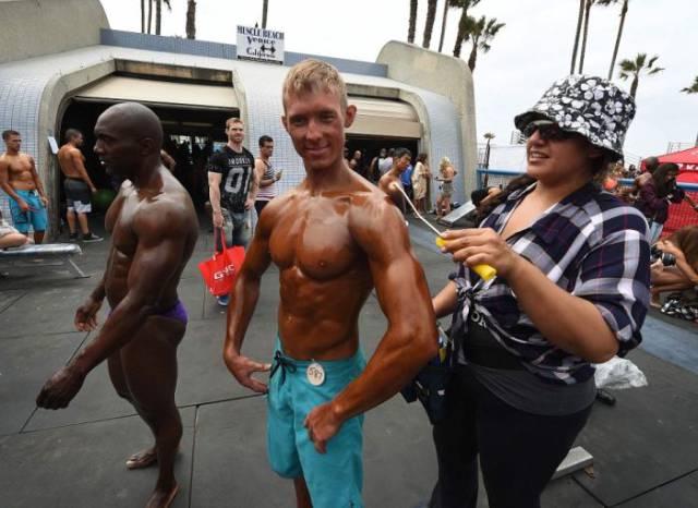 Bikini Girls At The Memorial Day Muscle Beach Contest
