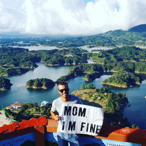 Guy Drops Everything And Starts Traveling Around The World Without Forgetting To Assure His Mom He