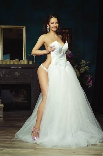 Sexy Babe Of The Day: Helga Lovekaty