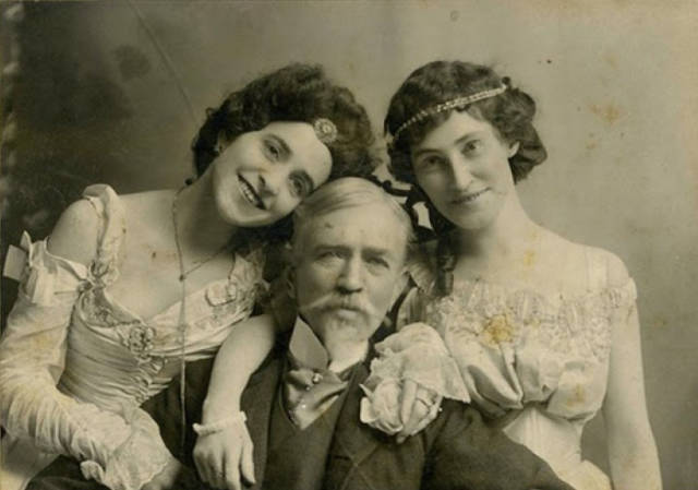 People Of The In Victorian Era Knew How To Have Fun During A Photo Shoot