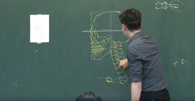 This Taiwanese Teacher Makes Awesome Chalkboard Drawings