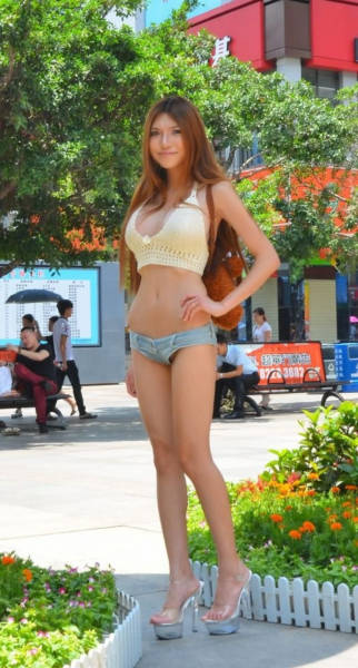 A Chinese Model Earns Money By Walking Around Half-Naked