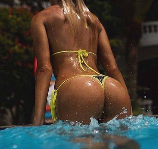 It's Always A Pleasure To Look At Wet Girls Showing Some Skin