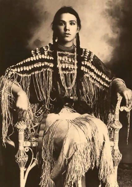 Beautiful Portraits Of Native American Teen Girls From 1800-1900