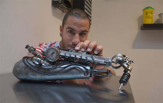 This Tattoo Artist Has A Cool Tattoo Machine Prosthesis Instead Of An Arm