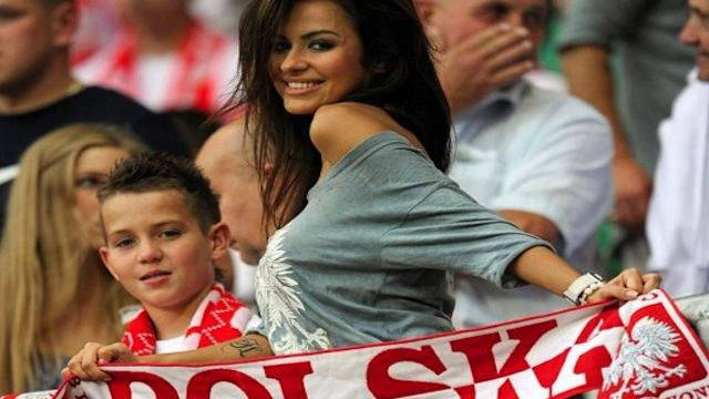 Hot Football Female Fans Are Always A Feast For The Eyes