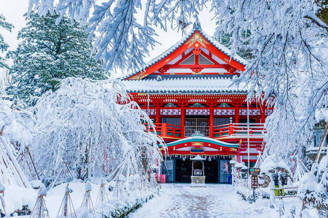 Why Japan Should Be On The Top Of Your Travel Bucket List