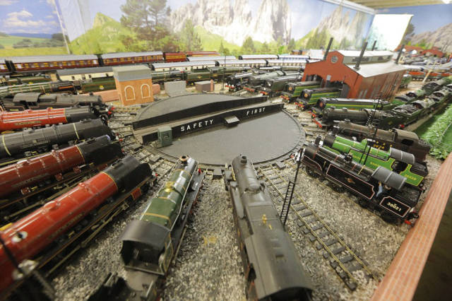 This Grandpa's Amazing 280 Square Meter Model Railway Is Worth $357K