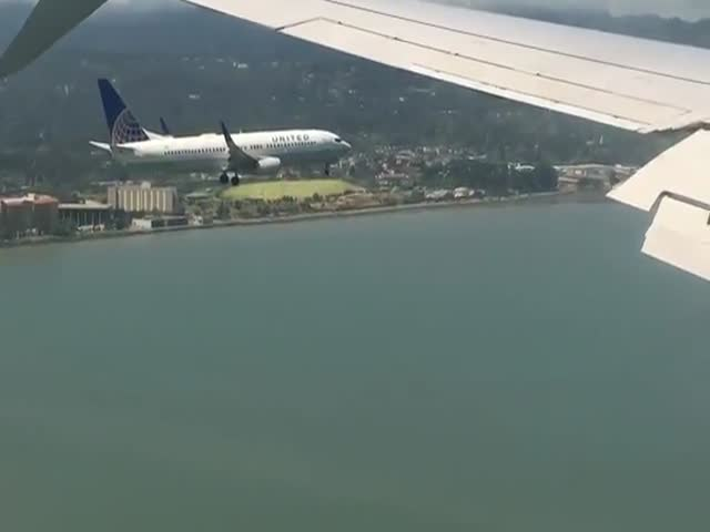 Cool Footage Of A Plane Landing Right Next To Another One At The Same Time